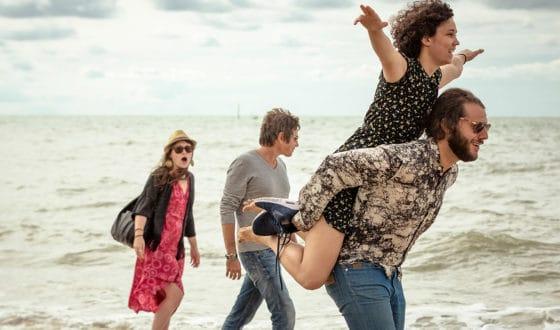 Touristes-promenade-bord-de-mer-Trouville