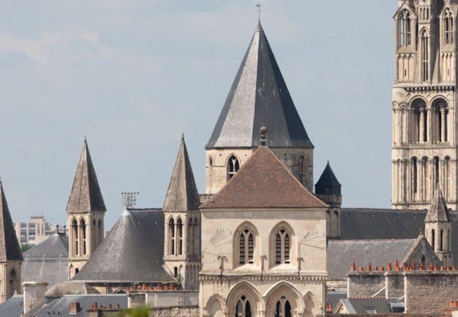 vue sur le clocher de l'église Saint Etienne à Caen