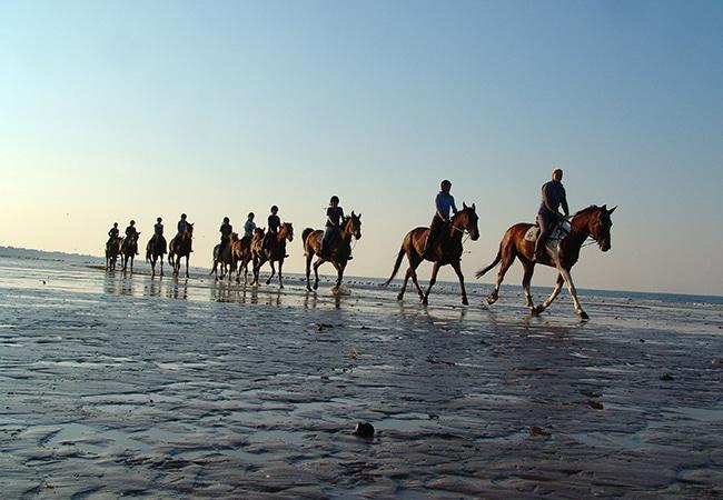 Balade à cheval sur la plage dans le Calvados