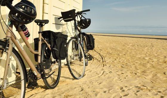 Vélos sur la plage de Ouistreham