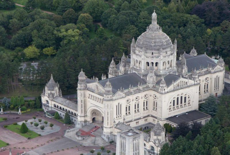 Basilique de Lisieux dans le Calvados