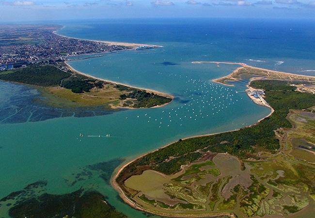 la baie de Salenelles dans le Calvados, vue aérienne