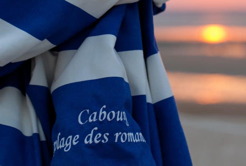 Parasol sur la plage de Cabourg dans le Calvados