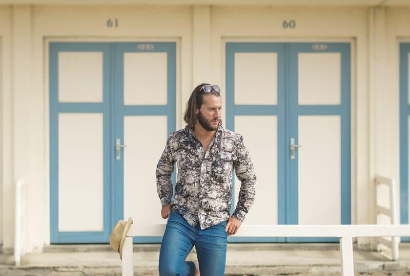Homme sur la plage de Trouville