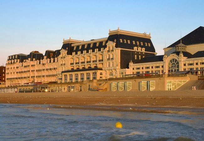 Vue sur le grand hôtel de Cabourg dans le Calvados