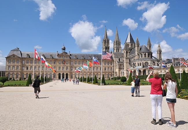 vue sur l'Abbaye aux hommes et hôtel de ville de Caen
