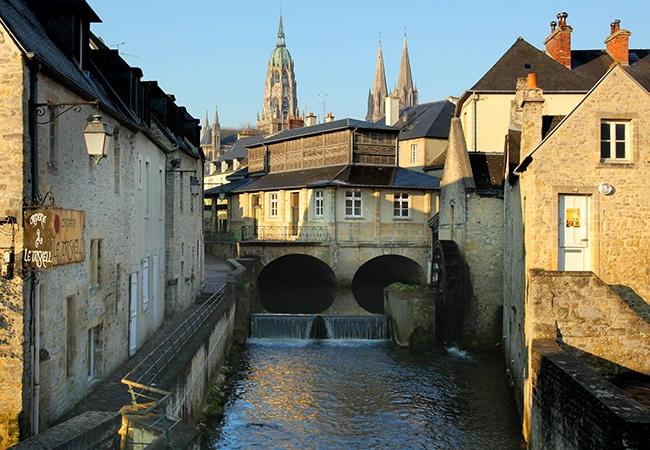 Vue sur l'Aure qui traverse Bayeux