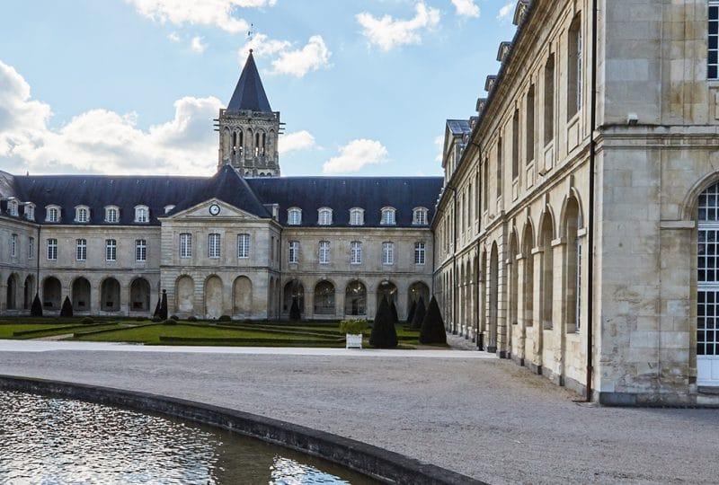 vue extérieure de l'Abbaye aux dames de Caen dans le Calvados