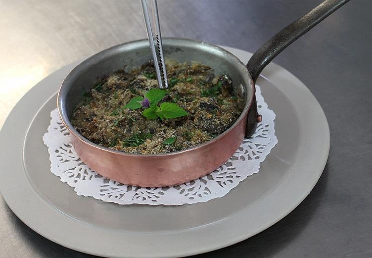 Cassolette d'escargots aux champignons et à la crème fraîche