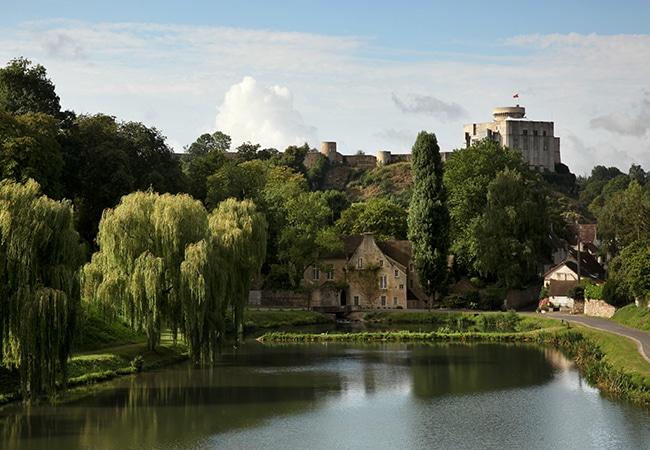 vue lointaine du Chateau de Falaise dans le Calvados