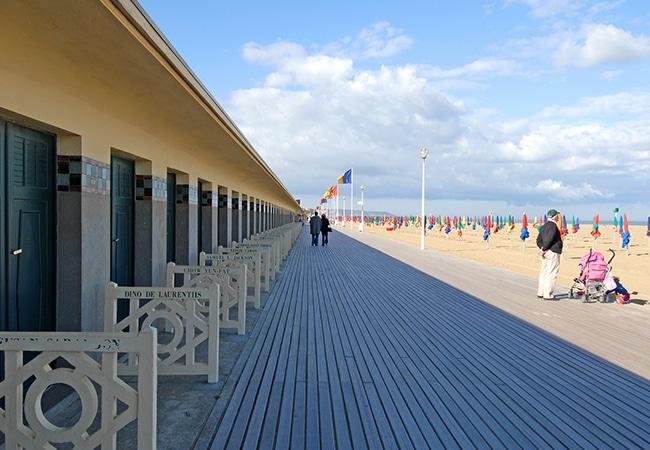 perspective sur les Planches de Deauville dans le Calvados