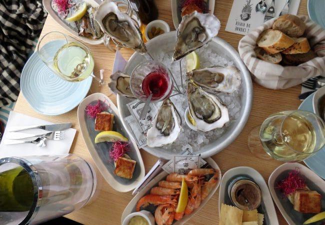 Plateau de Fruits de mer, huîtres et crevettes au restaurant Le Vivier