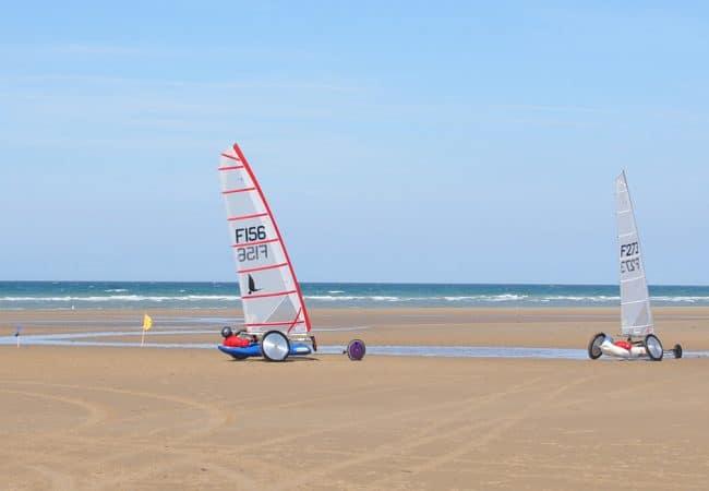 Char à voile sur la plage dans Le Calvados