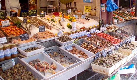 Marché aux poissons à Trouville dans le Calvados en Normandie