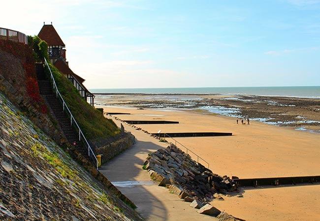 Vue sur la plage de Villerville dans le Calvados