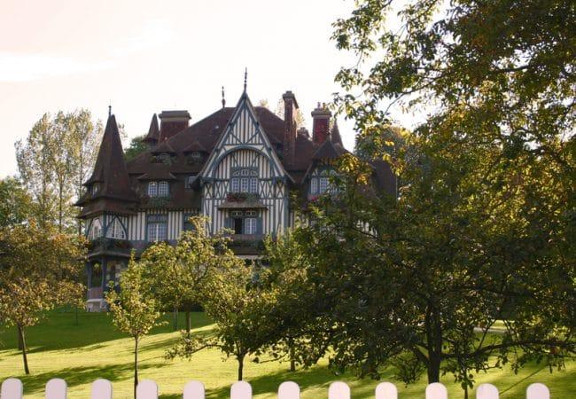 Vue extérieure de la Villa Stassburger à Deauville