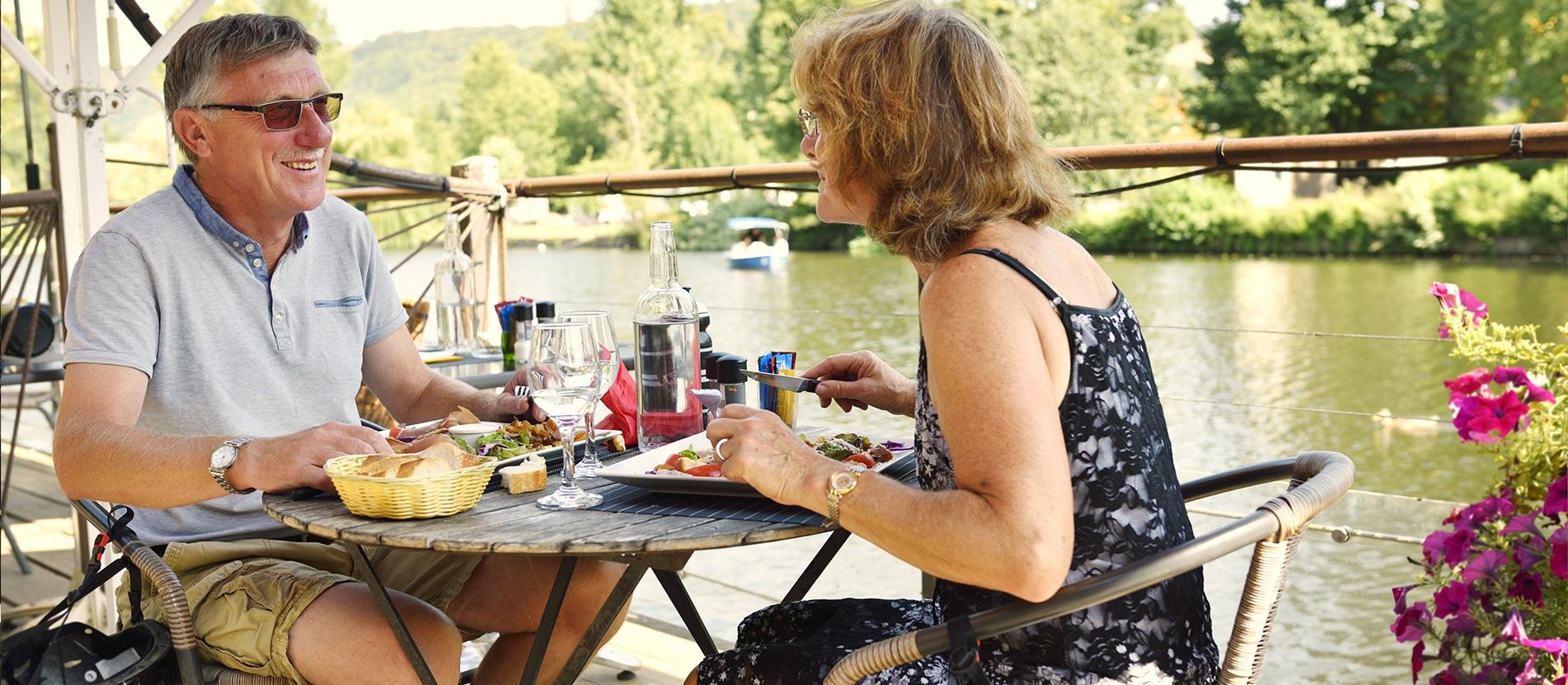 Déjeuner en couple à Clécy dans le Calvados en Normandie