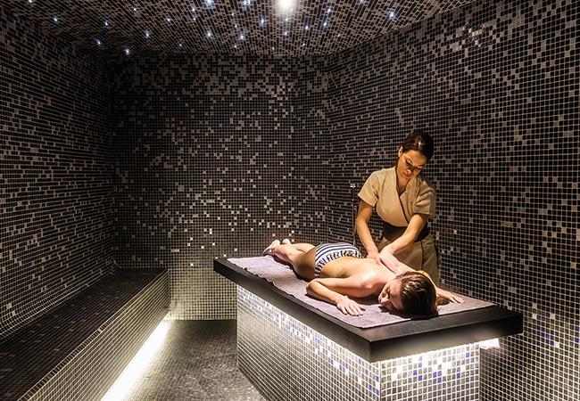 Femme se faisant masser à Cabourg