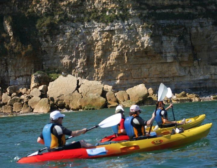 Séance de kayak au pied de la Pointe du Hoc dans le Calvados
