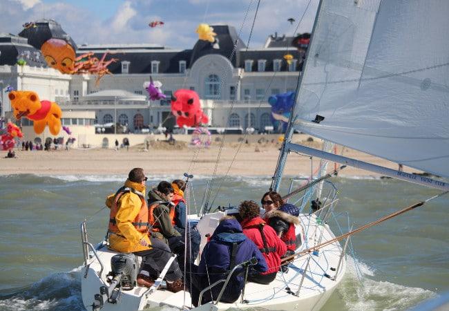 Balade nautique accompagnée en voilier avec le Deauville Yacht Club dans le Calvados