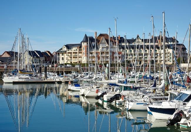 Port Guillaume, port de plaisance de Dives sur Mer dans le Calvados, pour voiliers et bateaux moteur