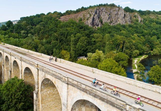 Vélos sur le viaduc de Clécy