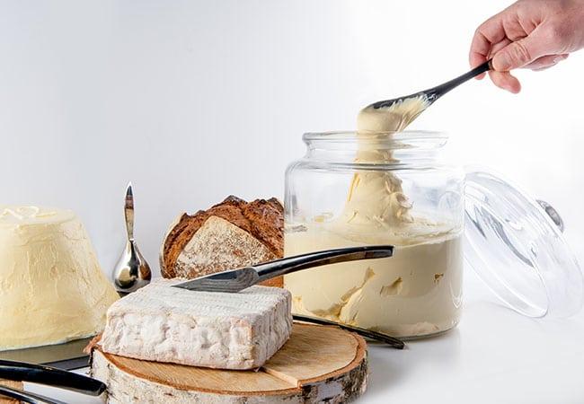 Plateau de fromages, crème et beurre