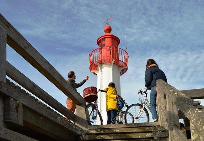 Balade à vélo au pied d'un phare