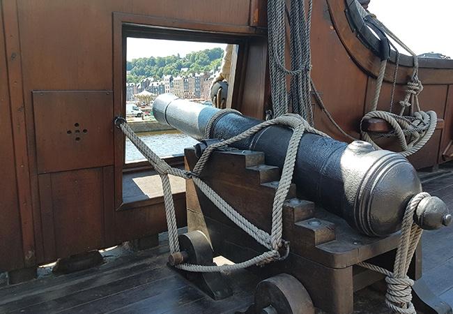 Canon sur un bateau