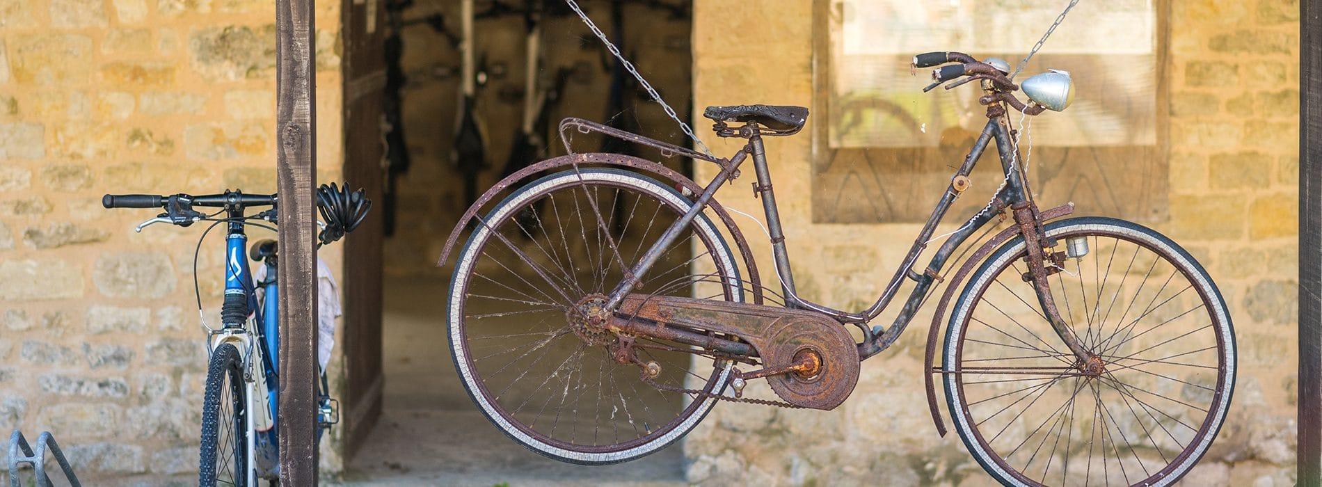 Vélo ancien en décoration