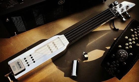 Petite guitare nomade