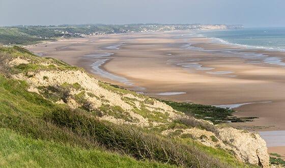 Vue sur la plage à marée basse