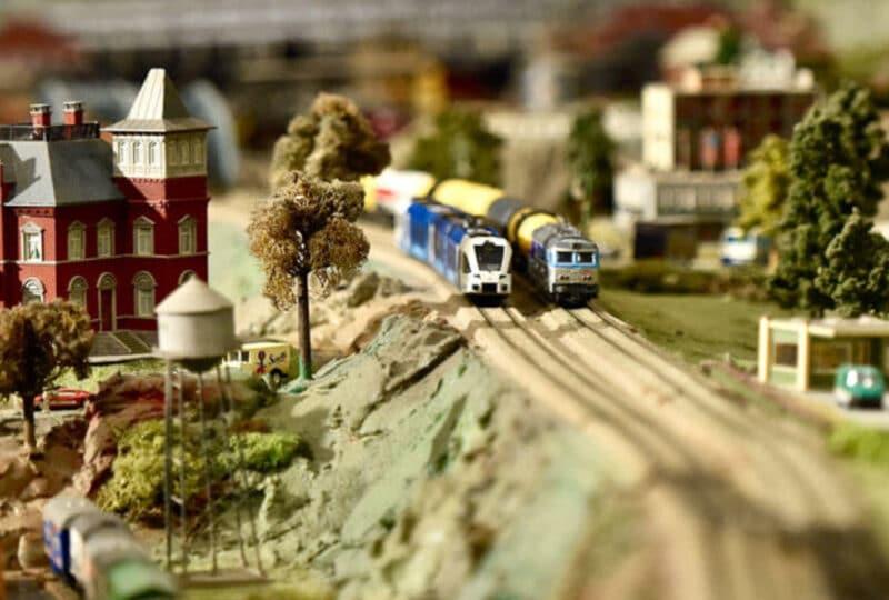 Train dans un décor miniature